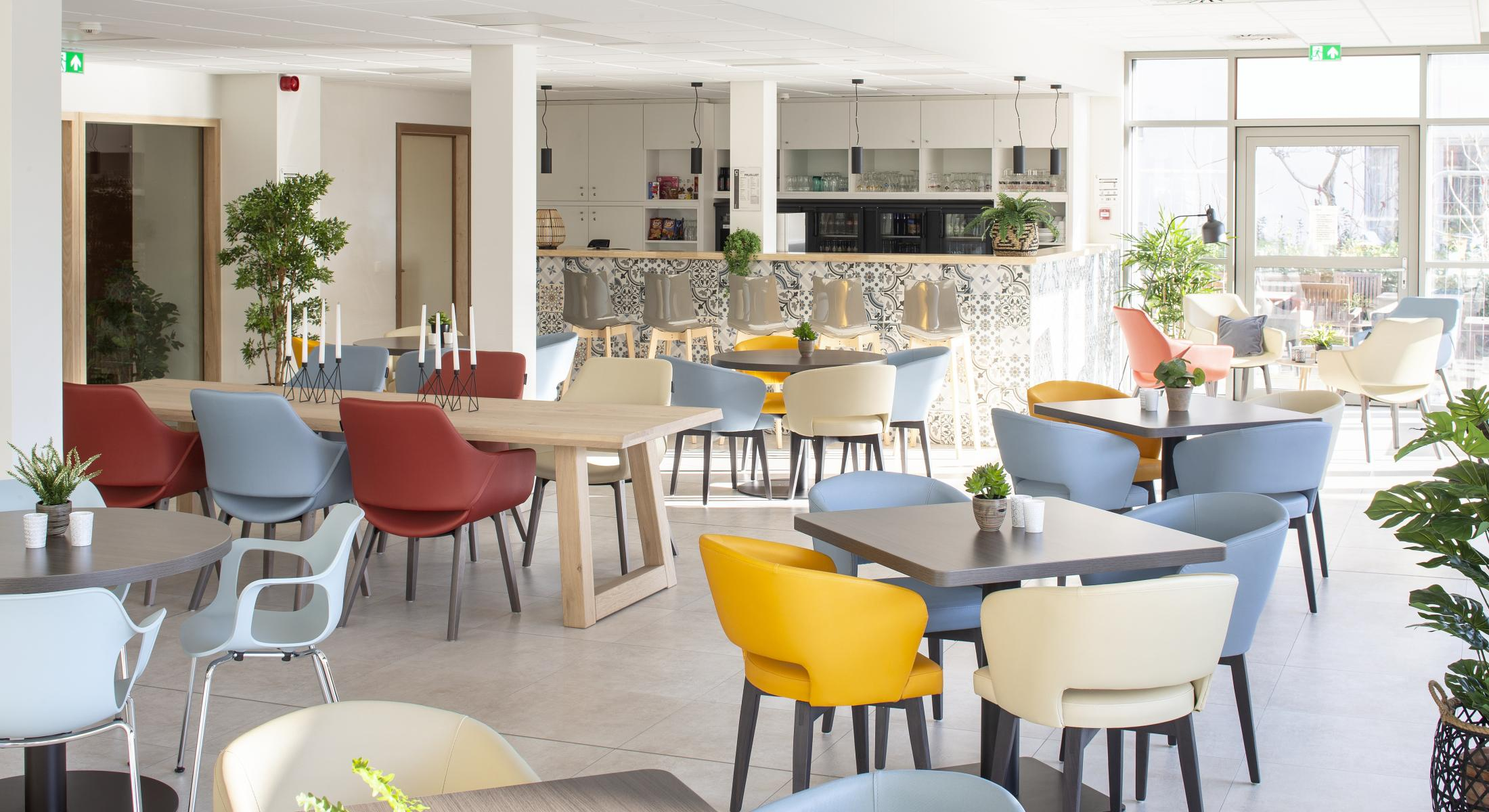 Creating Hospitality - WZC Lacourt Oostende - moments furniture (2)