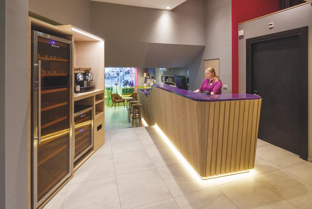 Hotel_Swiss_Wine_Lausanne_lobby_reception_HotelFotograf.ch_01.cmyk