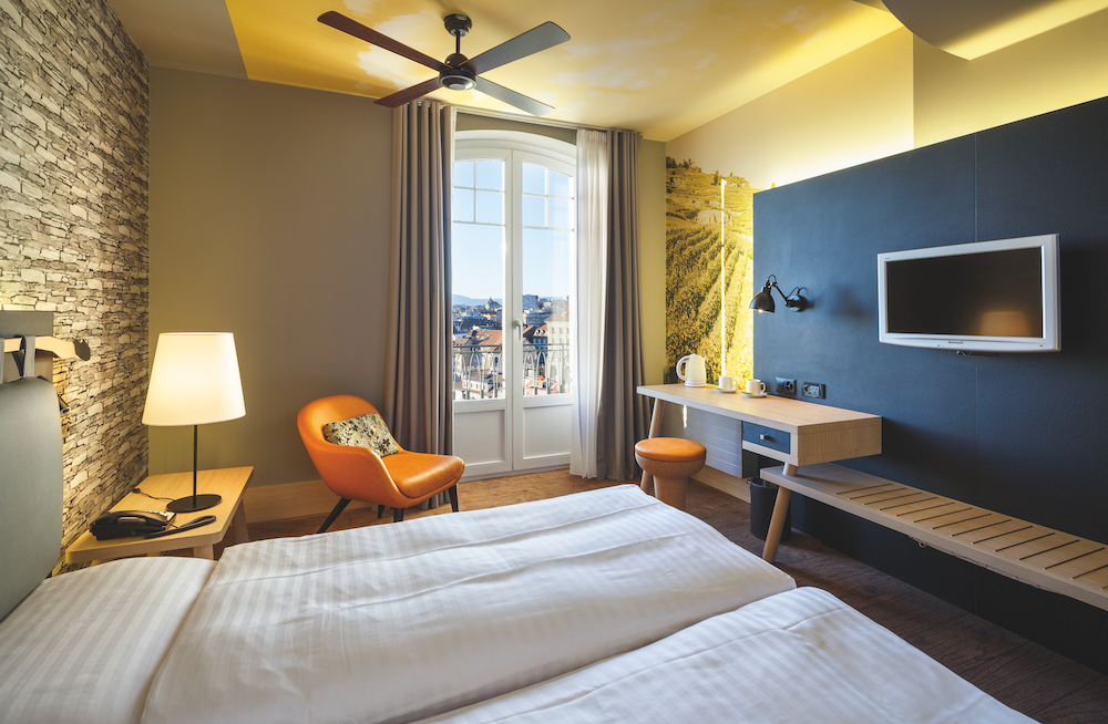 Hotel_Swiss_Wine_Lausanne_triple_406_HotelFotograf.ch_03.cmyk